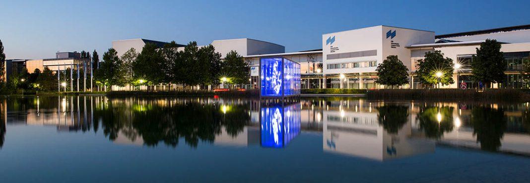 """Die EXPO REAL wird in diesem Jahr unter dem Titel """"EXPO REAL Hybrid Summit – hybride Konferenz für Immobilien und Investitionen"""" einen physischen wie auch virtuellen Treffpunkt für die Immobilienbranche anbieten. Austragungsort ist das ICM – Internationales Congress Center München"""